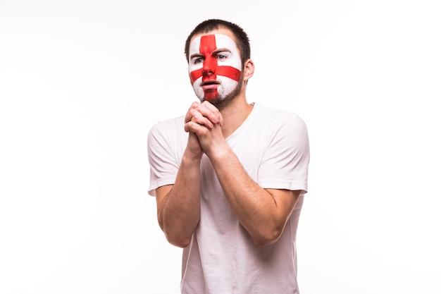 Fanunterstützung der englischen nationalmannschaft beten mit gemaltem gesicht lokalisiert auf weißem hintergrund