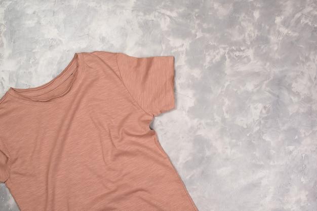 Farbe malen t-shirt mit kopierraum t-shirt modell flach legen
