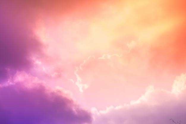 Farbe voll des sonnenuntergangs himmel