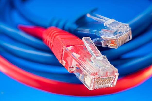 Farbige anschlüsse für internet-netzwerke, datenübertragungsanschluss mit kabeln