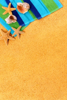 Farbige handtuch am strand
