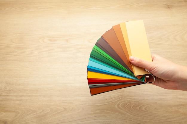 Farbige kartonpalette, papierkatalog