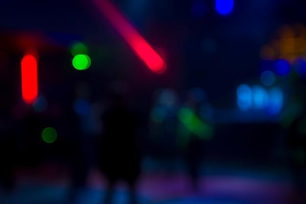 Farbiger auszug unscharfer heller nachtclub