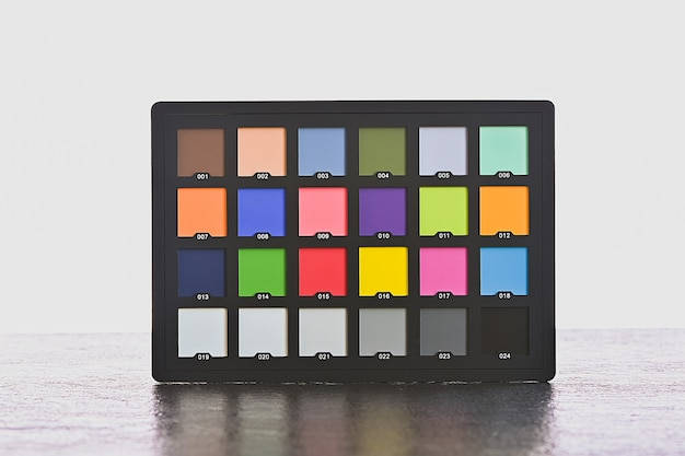 Farbkartentest farbausgleichskarten-palettenbrett