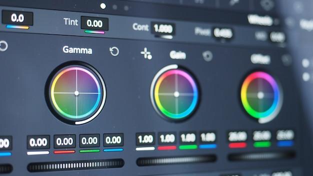 Farbkorrekturdiagramm oder rgb-farbkorrekturanzeige auf dem monitor im postproduktionsprozess.