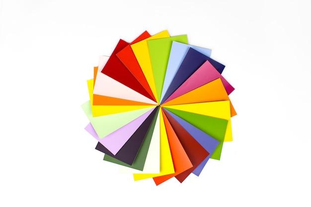 Farbleitfaden zur auswahl auf weißem hintergrund. rgb. cmyk. katalog der musterfarben.