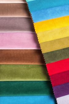 Farbmuster des möbelstoffs im sortiment
