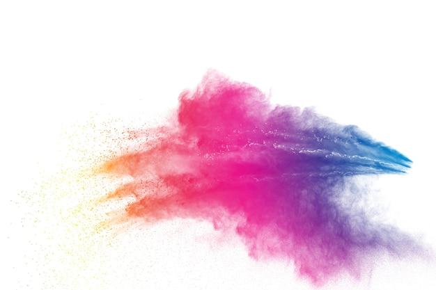 Farbstaubspritzenwolke auf weißem hintergrund. gestartete farbenpulverexplosion auf hintergrund.