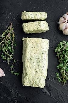 Farm butter mit einem kraut für sandwiches und steak set