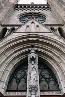 Fassade der kathedrale der heiligen maria mariä himmelfahrt