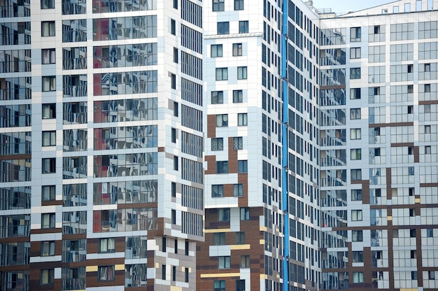 Fassade eines neuen wohngebäudes