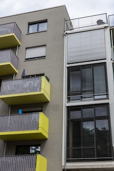 Fassade von häusern im berliner stadtteil friedrichshain