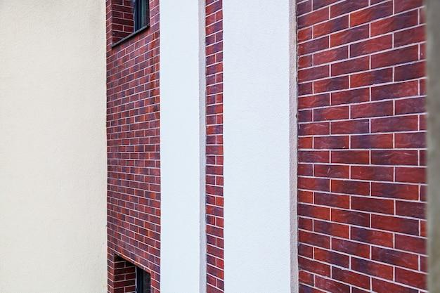 Fassadenarbeiten und dämmung eines mehrstöckigen gebäudes