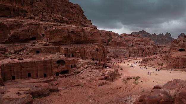 Fassadenstraße in der antiken stadt petra jordan