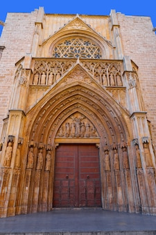 Fassadentür des valencia tribunal aguas