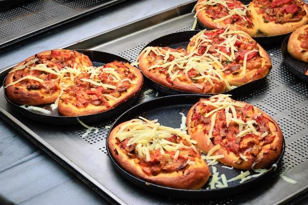 Fast fertige mini-pizzen