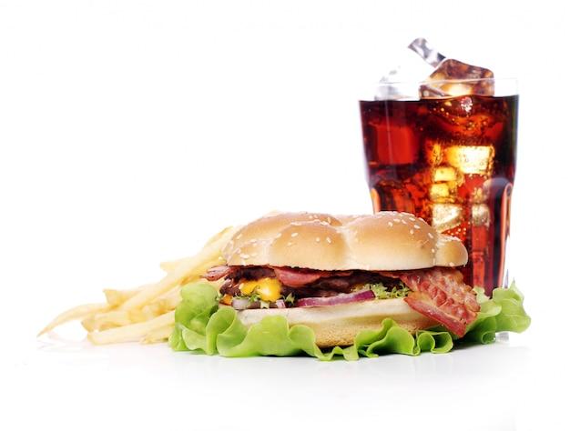 Fast food auf dem tisch