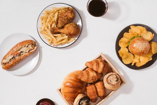 Fast food. straßen- und essen zum mitnehmen - konzept für ungesunde lebensmittel