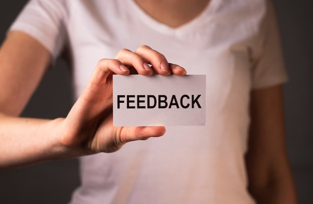 Feedback-wort, meinungskonzept, gute und schlechte bewertung.