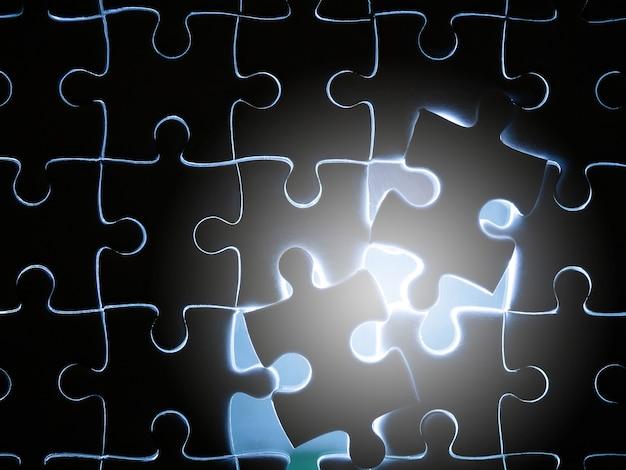 Fehlendes puzzlestück mit beleuchtung