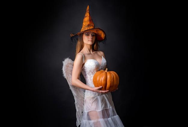 Feiern des glücklichen erntedankfests mode-glamour-halloween-kunstdesign glückliches halloween-engelswitc ...