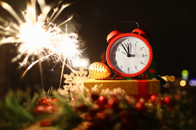 Feiern sie weihnachten und neujahr.
