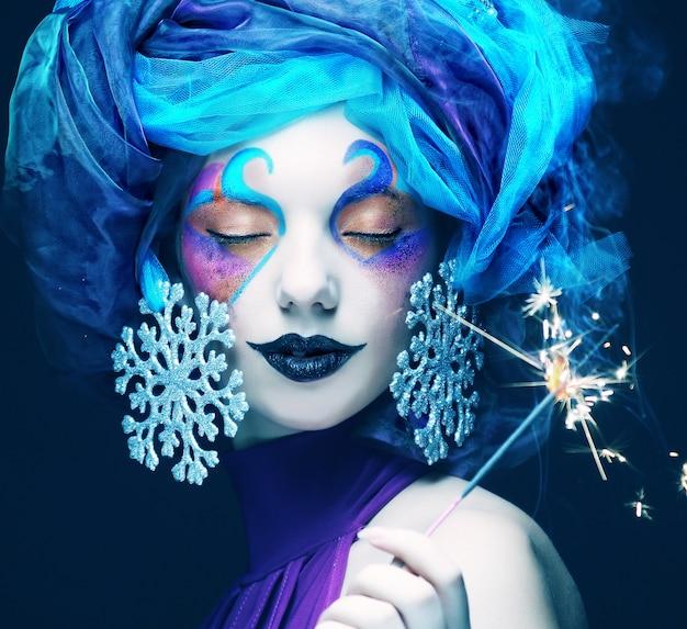 Feiertags-make-up. das gesicht der schönen frau