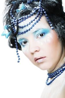 Feiertags-make-up. schönes frauengesicht