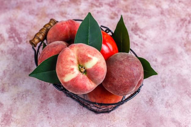 Feigenpfirsiche, nektarinen und pfirsiche