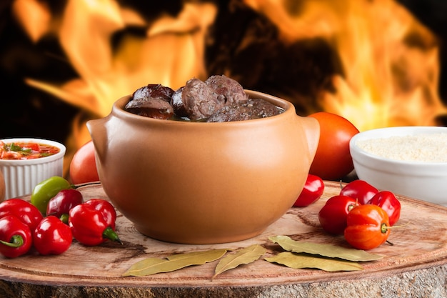 Feijoada. traditionelles brasilianisches essen.