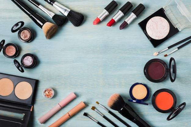 Feld der verschiedenen dekorativen kosmetik und des zubehörs