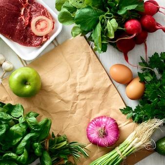 Feld gesundes lebensmittel der papiertüte, das draufsicht des gesunden lebensmittels kauft