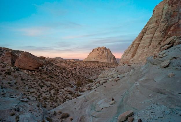 Felsformationen in einer wüste, amangiri, canyon point, hoodoo trail, utah, usa
