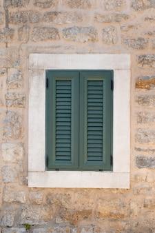Fenster auf altbau in montenegro