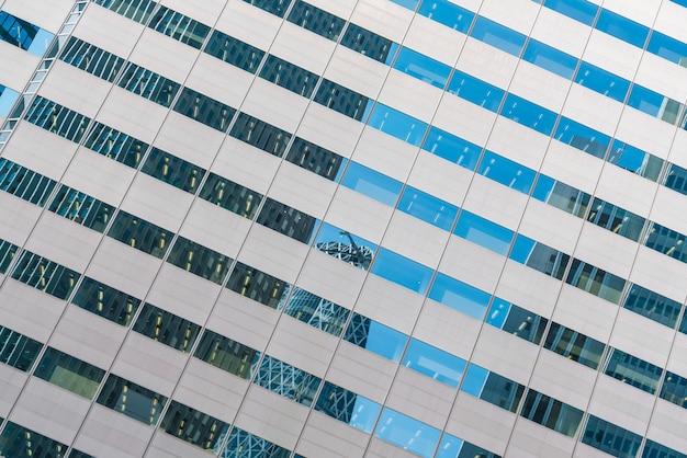 Fenster des geschäftsgebäudes