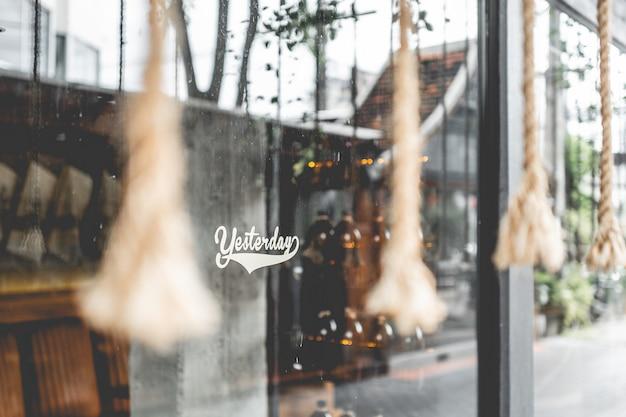 Fenster eines stilvollen coffeeshops