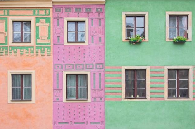 Fenster in gebäuden farben