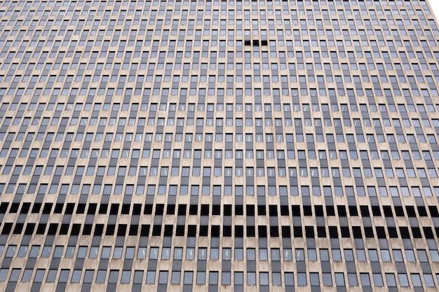 Fenster mit reflexion am gebäude in new york city