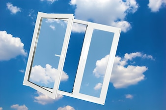 Fenster mit Wolken Hintergrund