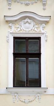 Fenster vom gebäude in timisoara, rumänien