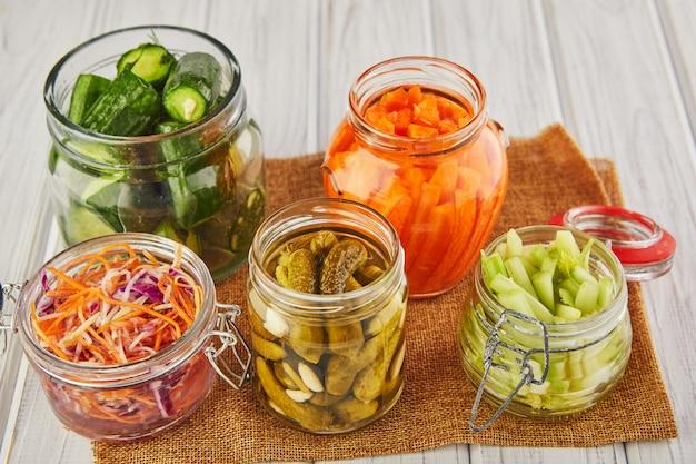 Fermentiertes konserviertes vegetarisches essen