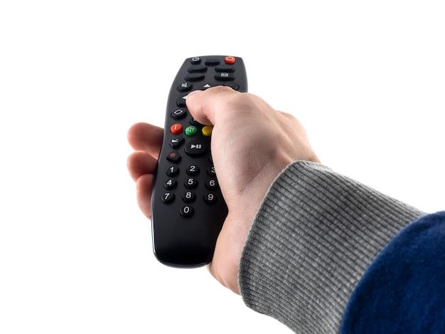 Fernbedienungsfernseher in der hand eines mannes