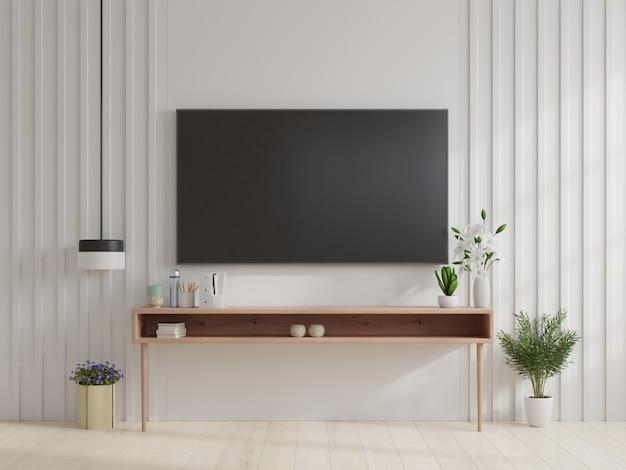 Fernseher an wand und schrank