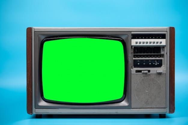 Fernseher mit grünem bildschirm.