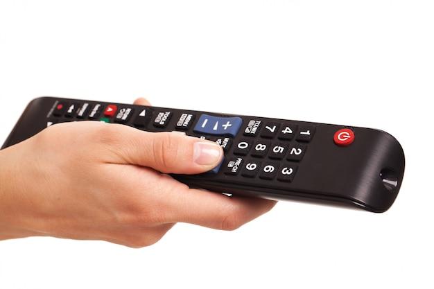Fernsehkonsole in der hand der frau