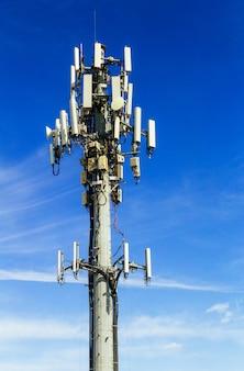 Fernsehturmbild der mobilen internetantenne der kommunikation