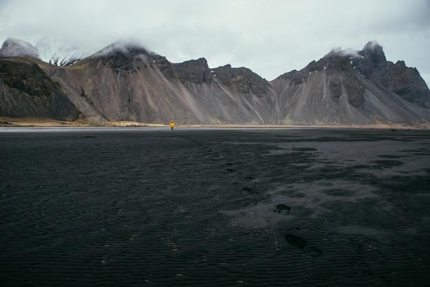 Fernweh-entdecker entdeckt isländische naturwunder