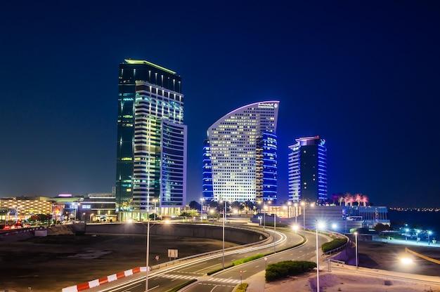 Festival city in dubai, vereinigte arabische emirate am 9. mai 2016. das projekt erstreckt sich über eine 3,8 kilometer lange wasserfront am ostufer des dubai creek.