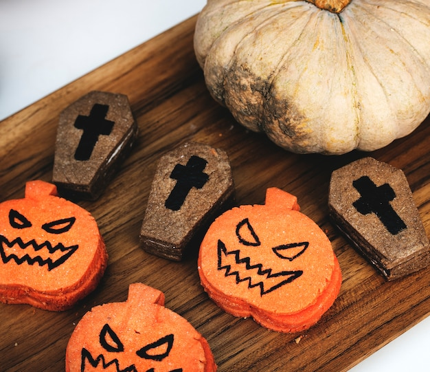 Festliche und niedliche halloween-plätzchen