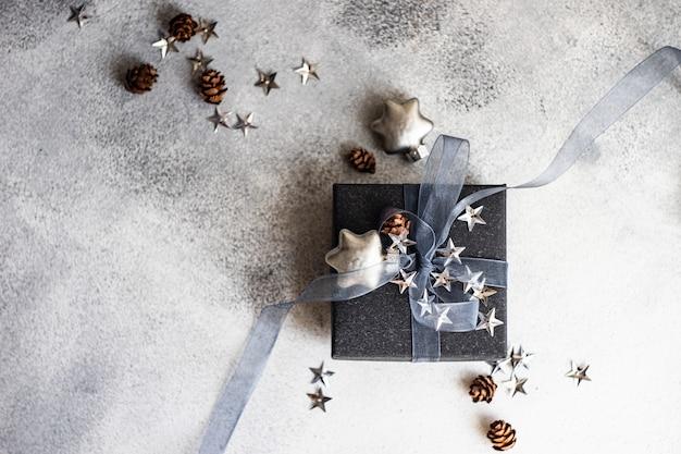 Festliche weihnachtskarte konzept geschenkbox